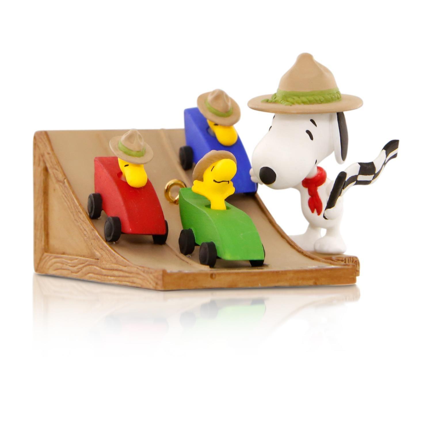 Snoopy Christmas Tree Topper: 2015 The Race Is On Hallmark Keepsake Ornament