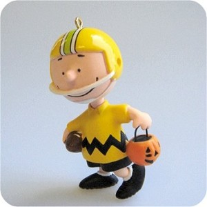 2009 Halloween Peanuts - Get a 1st Down Charlie Brown