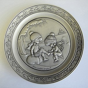 1981 Joan Walsh Anglund Winter Collectors Plate