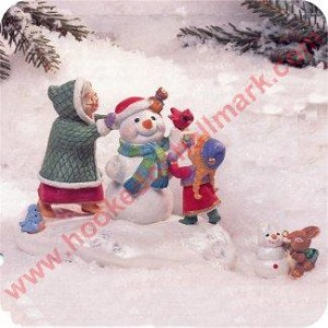 1999 Snowy Plaza Display with mini ornament - Club Member