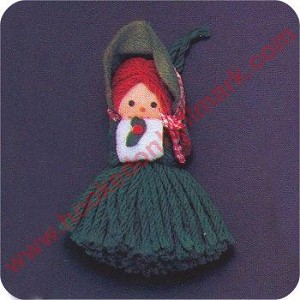 1975 Yarn Girl Caroler