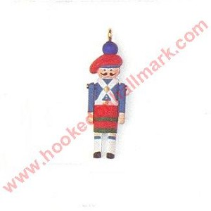 1998 Miniature Clothespin Soldier #4 - Miniature