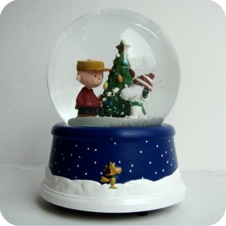 2000 Peanuts 50th Anniv MUSICAL Snow Globe - in box