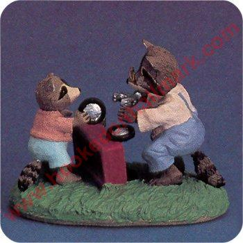 Racoons With Wagon - Tender Touches Figurine
