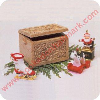 1992 Christmas Treasures, Club -Chest w/ Miniatures