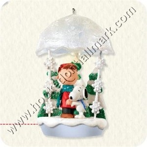 "<font face=""arial"" size=""2""><b>2008 Christmas Hugs - Peanuts Gang</b><br>2008 Hallmark Keepsake Ornament Club Ornament<br><i> (Scroll down for additional details) </i> </font>"