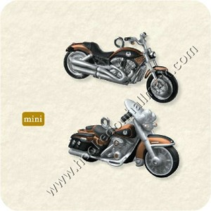 "<font face=""arial"" size=""2""><b>2008 VRSCAW V-Rod & FLHRC Road King Classic<br>Harley-Davidson Motorcycles</b><br>2008 Hallmark Keepsake Miniature Ornaments <br><i> (Scroll down for additional details) </i> </font>"