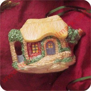 1995 Invitation to Tea, Cozy Cottage Teapot